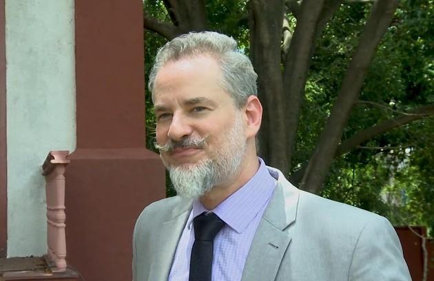 Na terça (2), Eurico (Dan Stulbach) revelará ao povo de Serro Azul a existência da fonte (Foto: TV Globo)