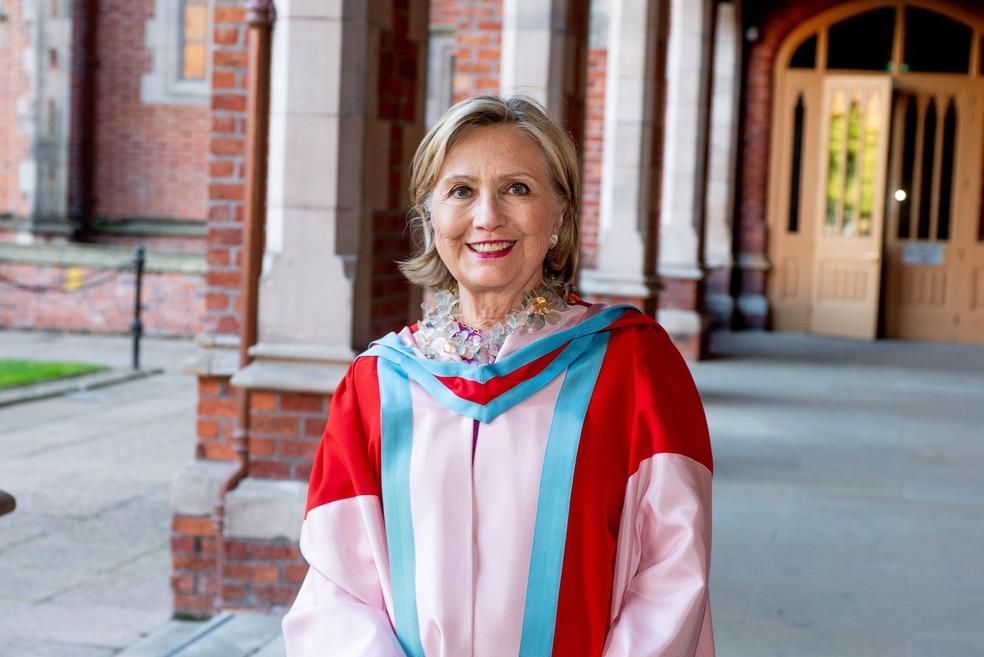Foto de arquivo mostra Hillary Clinton em sua cerimônia de doutorado honoris causa na Universidade de Belfast 'Queen's', na Irlanda, em outubro de 2018. — Foto: Universidade de Belfast 'Queen's'