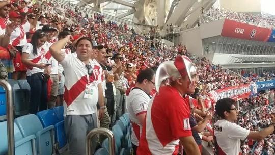 Torcida do Peru se despede da Rússia depois de virar protagonista na Copa
