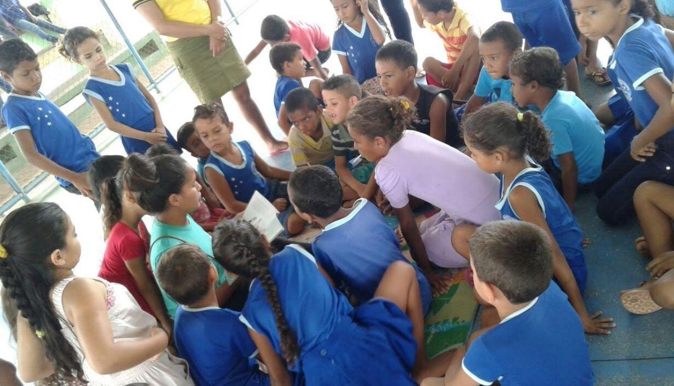 Escola implanta biblioteca comunitária para incentivar leitura e reduzir evasão no interior do Acre