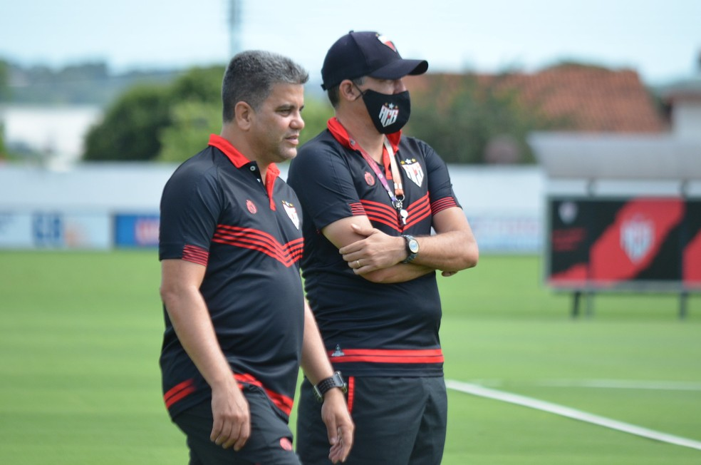 Marcelo Cabo deve fazer uma mudança no Dragão — Foto: Heber Gomes / Atlético-GO
