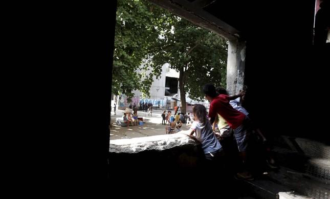 Prefeitura do Rio retira ocupação do prédio do IBGE na Mangueira, Zona Central do Rio