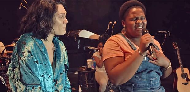 conhecer e também cantar com Jessie J.  Jessie J canta Jessie J canta com fã com câncer (Foto: Reprodução/ YouTube)