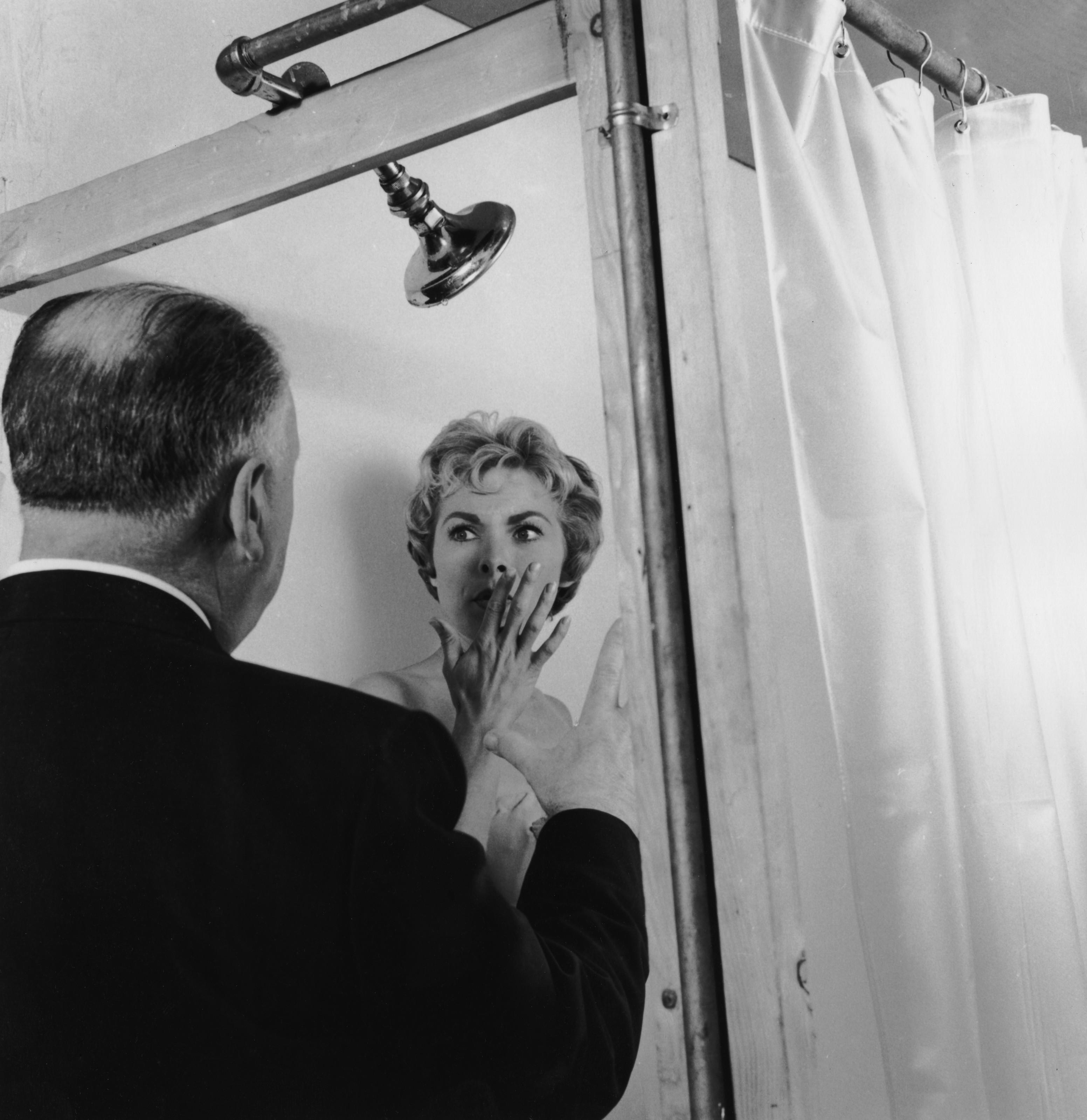 Alfred Hitchcock é tema de mostra no MIS; fotos e manuscritos doados por filha de cineasta são destaques