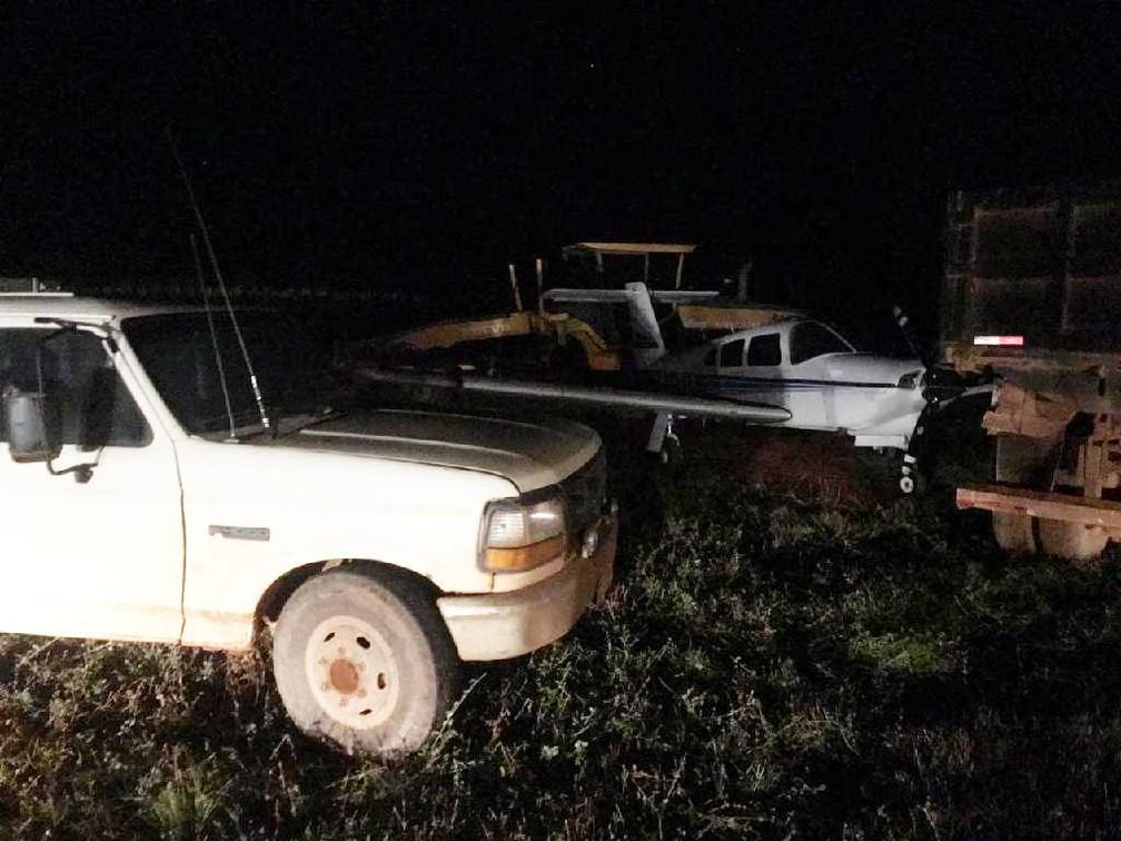 Policiais tiraram foto da aeronave retida por funcionários na fazenda em Vila Rica — Foto: Polícia Militar de Mato Grosso/Assessoria