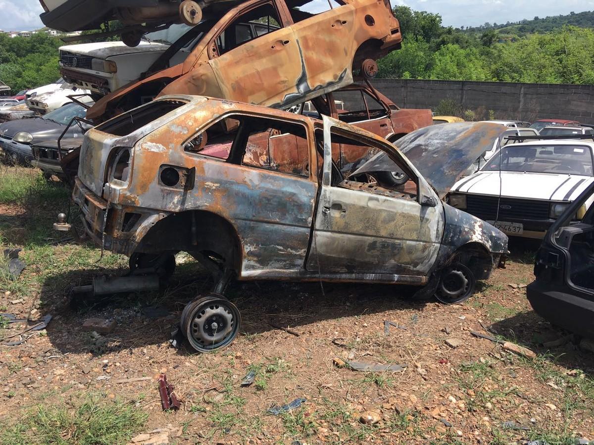 Carro de fiscal de caixa vítima de latrocínio é encontrado queimado em Piracicaba, SP
