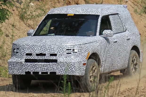 Novo Ford Adventurer foi flagrado com sua carroceria final  (Foto: AutoMedia/Autoesporte)