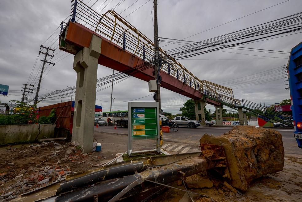 Passarela Avenida Torquato Tapajós Manaus — Foto: Divulgação/Semcom