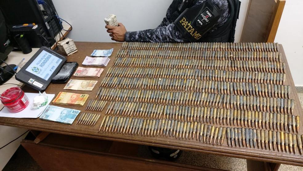 Dois homens são presos e mais de 540 munições de fuzil apreendidas em Jaru  — Foto: Reprodução