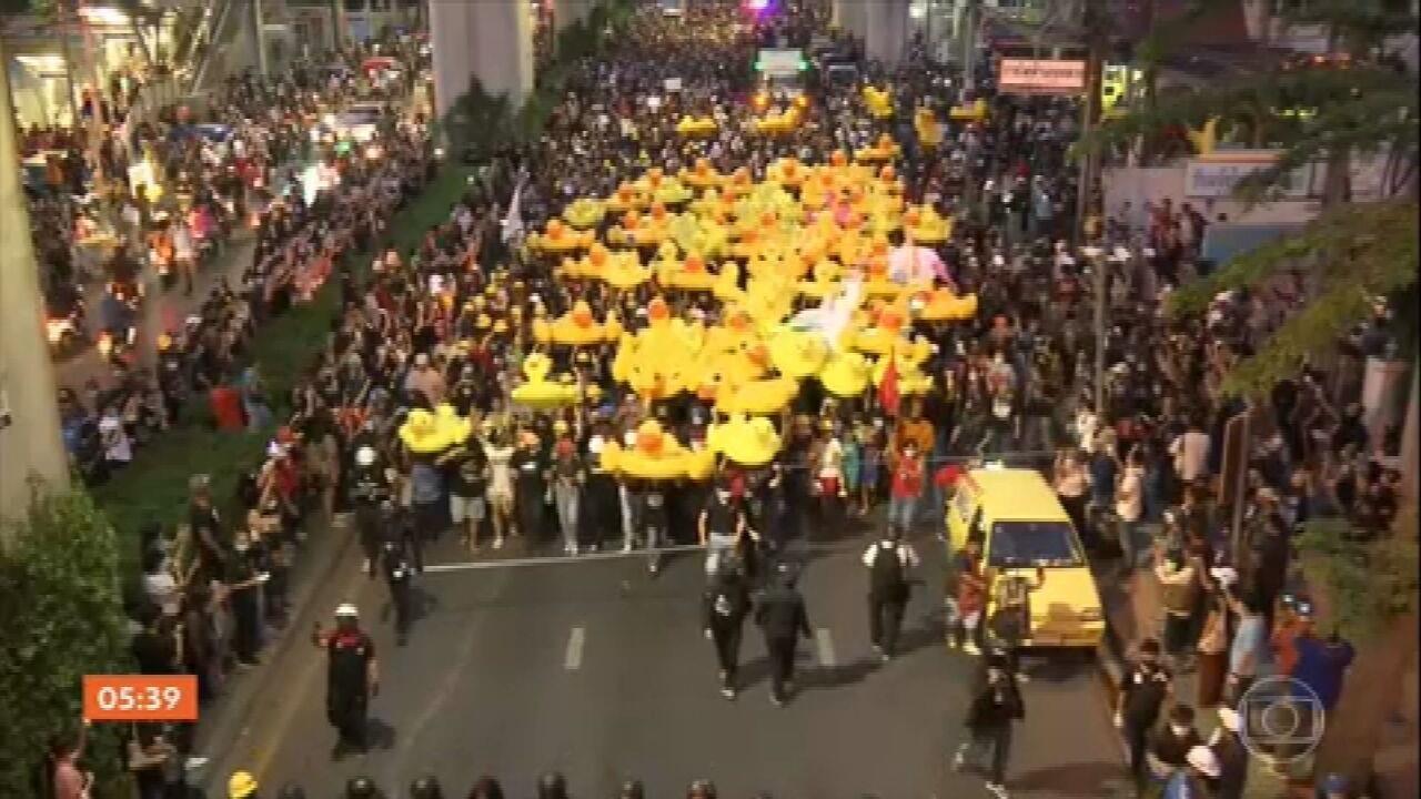 Novas manifestações são registradas na Tailândia neste domingo (29)