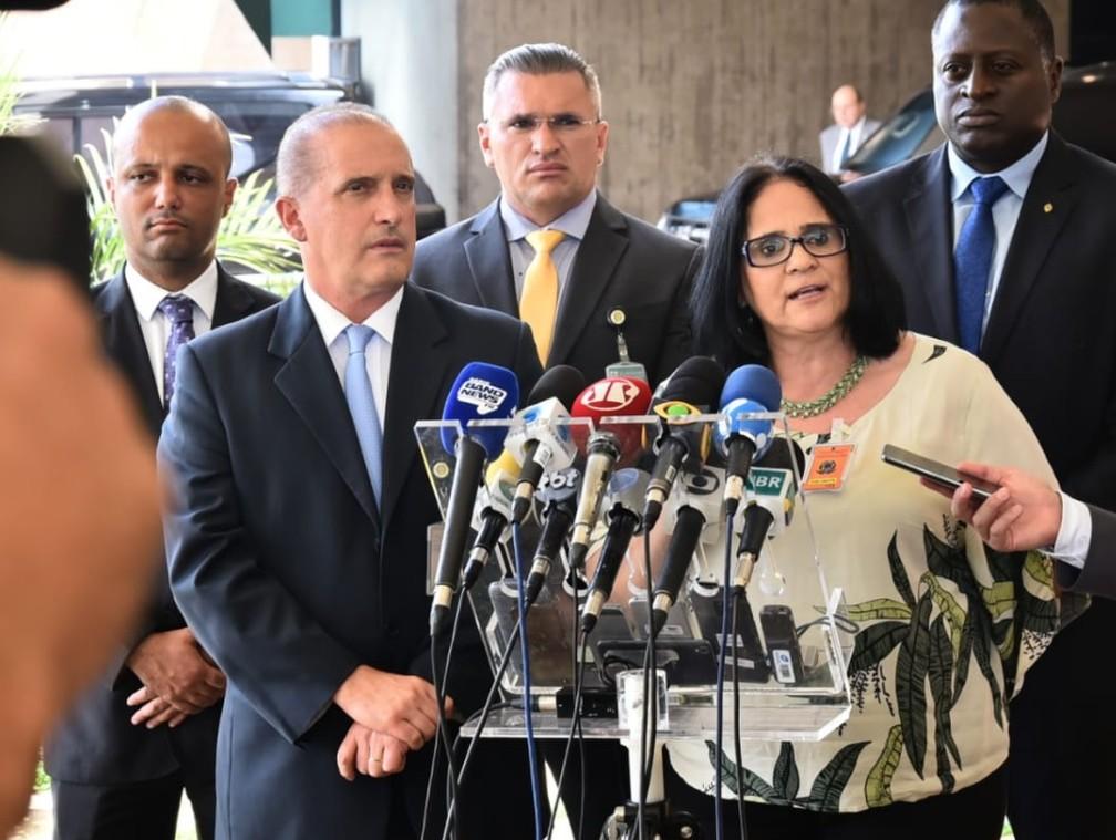 Após ser anunciada para o comando do Ministério de Mulheres e Direitos Humanos, Damares Alves fez seu primeiro pronunciamento à imprensa como ministra — Foto: Rafael Carvalho/Governo de Transição