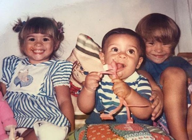 Tatá Weneck (esquerda) na infância (Foto: reprodução / Instagram)