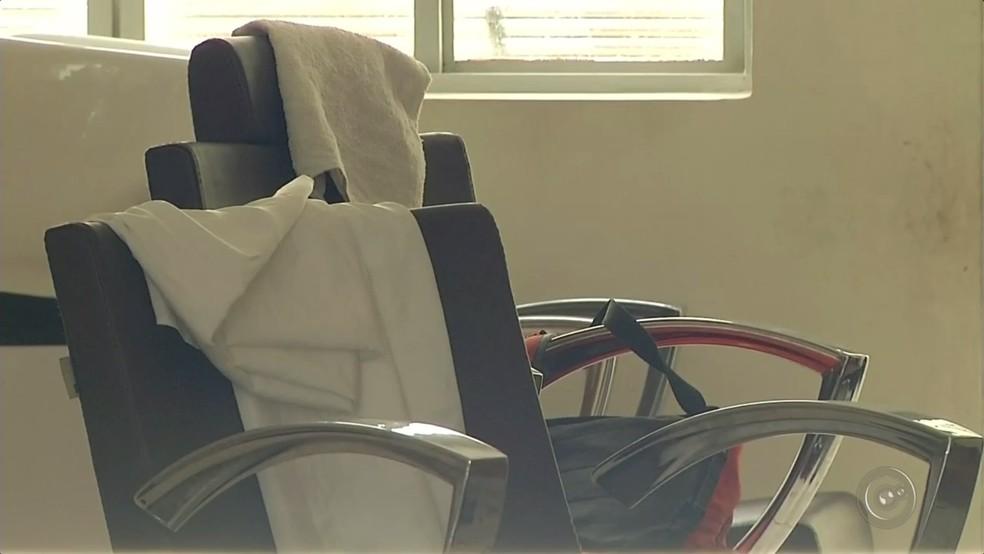 Cabeleireira foi baleada dentro do salão em Marília (Foto: Reprodução/TV TEM)
