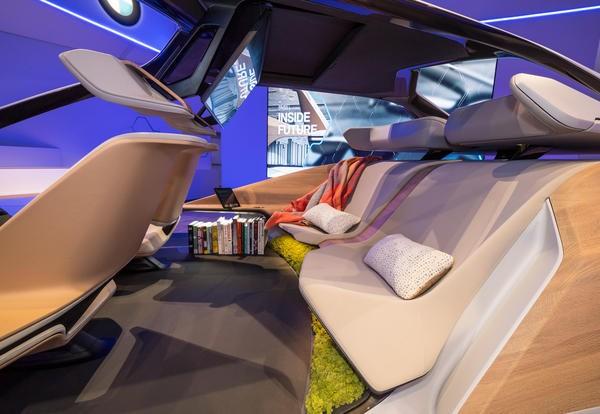 Interior de um carro conceito autônomo da BMW