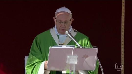 Papa se emociona ao receber pela primeira vez bispos chineses em sínodo no Vaticano