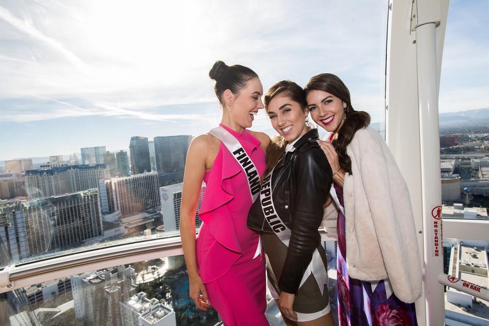 Michaela Söderholm, Miss Finlândia; Michaela Habáňová, Miss República Tcheca; Alina Mansur, Miss Aruba (Foto: Matt Petit/Miss Universe Organization/AFP )