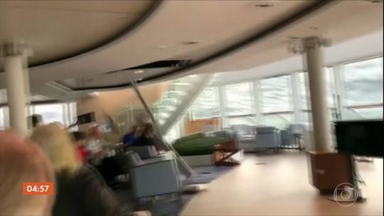 Passageiros de cruzeiro de luxo são içados de helicóptero após embarcação ficar à deriva