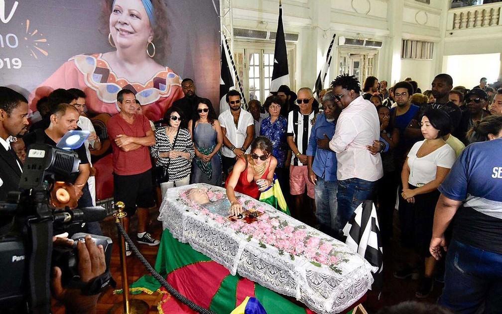 Corpo de Beth Carvalho é velado na sede do Botafogo — Foto: Monica Schwartz PC/Photopress/Estadão Conteúdo