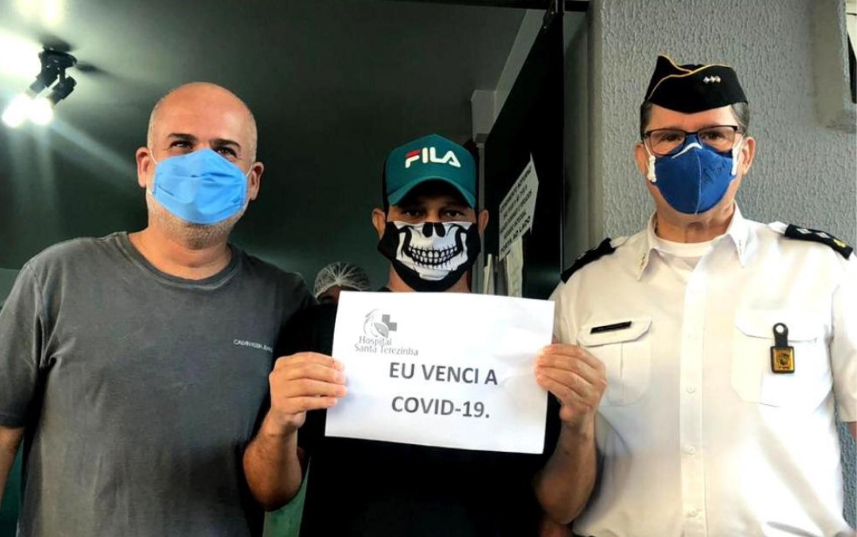 Coronel e soldado da PM recebem homenagem após lutarem contra Covid-19 e receberam alta de hospital em Rio Verde; vídeo