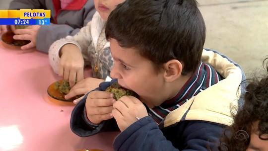 Escola do RS tem bolo de erva-mate no cardápio da merenda; veja a receita