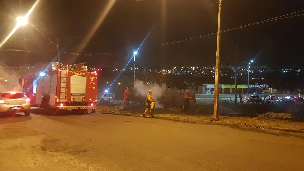 Incêndio atinge vegetação em terreno na avenida Daniel de La Touche, em São Luís