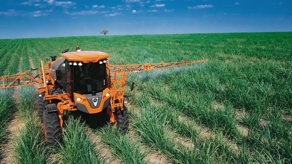 Uniport 3030 Canavieiro tem componentes mais resistentes e robustos para o trabalho em culturas altas (Foto: Jacto Agrícola/Divulgação)