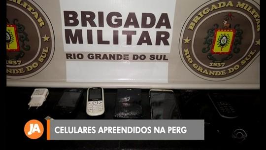 Polícia apreende celulares que seriam arremessados para dentro da penitenciária em RG