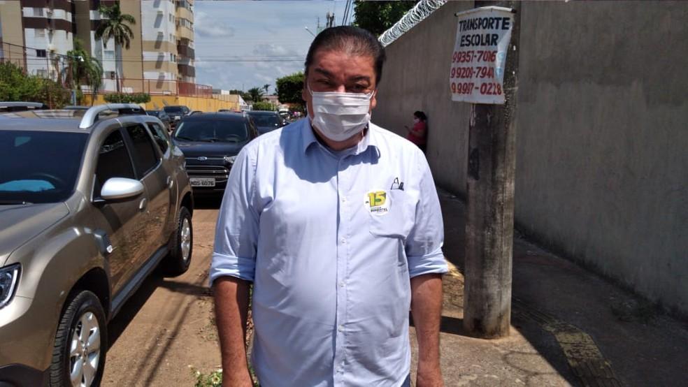 Eleição 2020: candidato Pimentel vota em escola do bairro Olaria, em Porto Velho — Foto: Matheus Gama/CBN