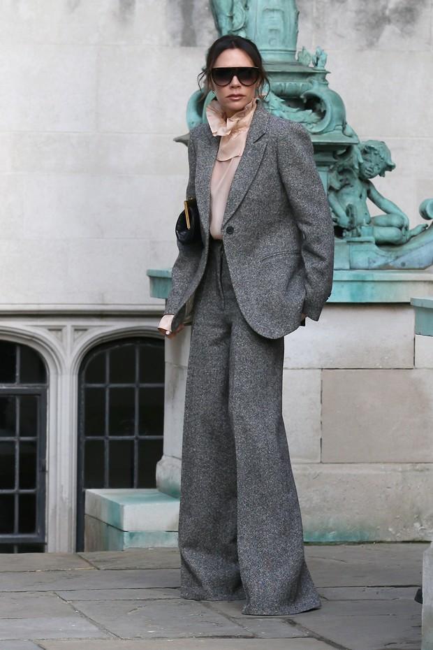 Victoria Beckham aderiu à alfaiataria (Foto: Getty Images)