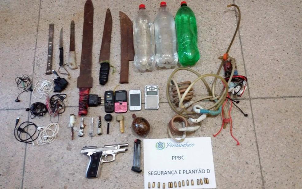 Arma de fogo foi apreendida durante revista na Penitenciária Barreto Campelo, localizada no Grande Recife (Foto: Sindasp-PE/Divulgação)