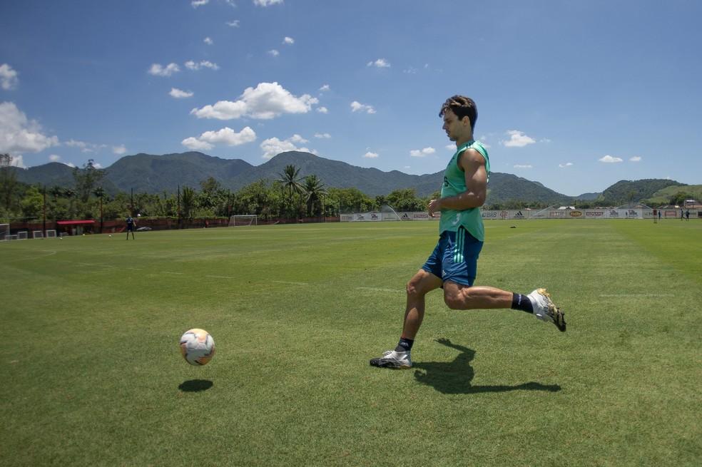 Rodrigo Caio no treino deste domingo, no Ninho — Foto: Alexandre Vidal/Flamengo