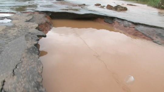 Forte chuva causa alagamentos e prejuízos em cidades da Bahia