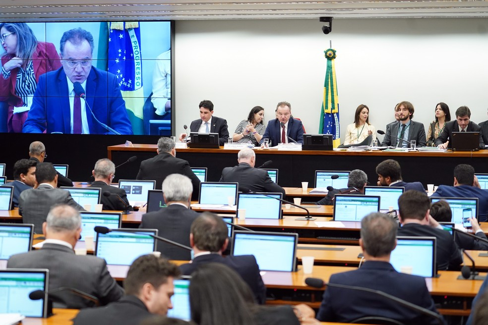 Reunião para leitura do voto complementar do relator da reforma da Previdência, deputado Samuel Moreira (PSDB-SP) — Foto: Pablo Valadares/Câmara dos Deputados