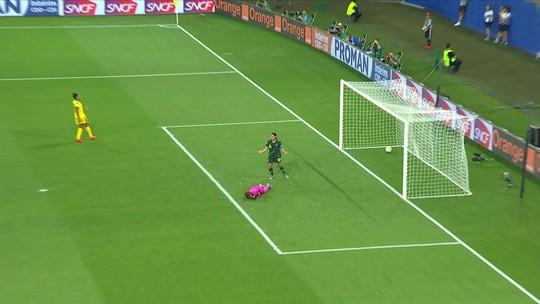 Gol da Austrália em falha absurda da goleira da Jamaica deixa o Brasil em 3º; veja