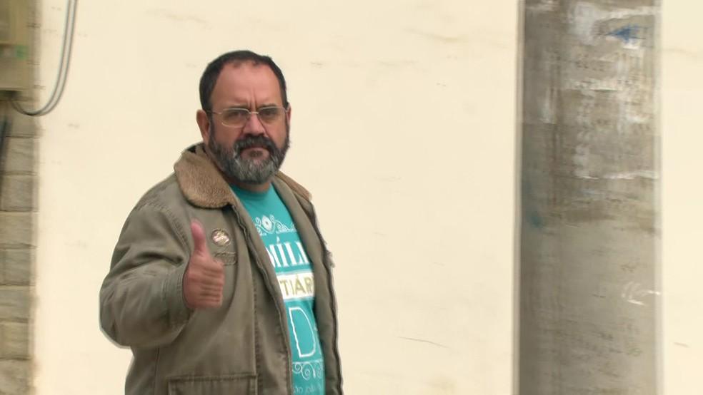 Vereador eleito pelo PTdoB e ex-secretário de Defesa Civil de Queimados, Davi Brasil Caetano, foi preso em casa suspeito de liderar milícia na região — Foto: Reprodução / TV Globo