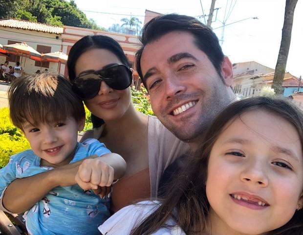 Simaria com marido e filhos (Foto: Reprodução)