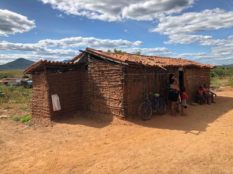 Casa em Quixeramobim foi invadida e quatro pessoas foram assassinadas (Foto: Arquivo pessoal)