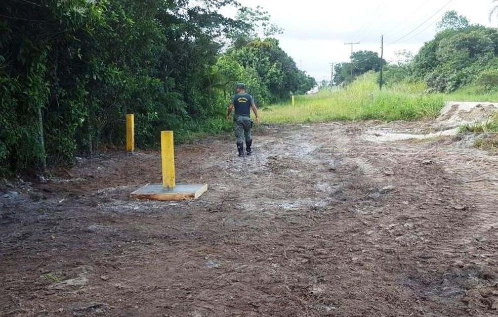 Duto com petróleo foi perfurado por criminosos em Bertioga, SP (Foto: Divulgação/Prefeitura de Bertioga)
