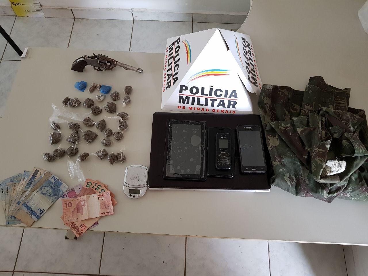 Três homens e um adolescente são detidos suspeitos de tráfico de drogas no Norte de Minas