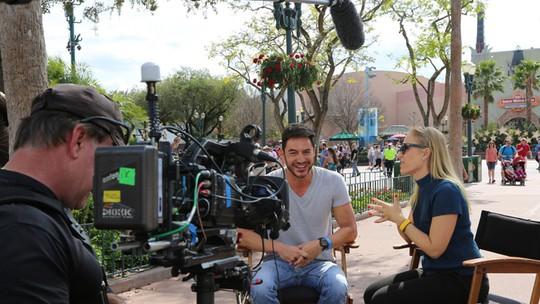 Ricardo Tozzi se diverte na Disney e convida galera para o 'Estrelas'