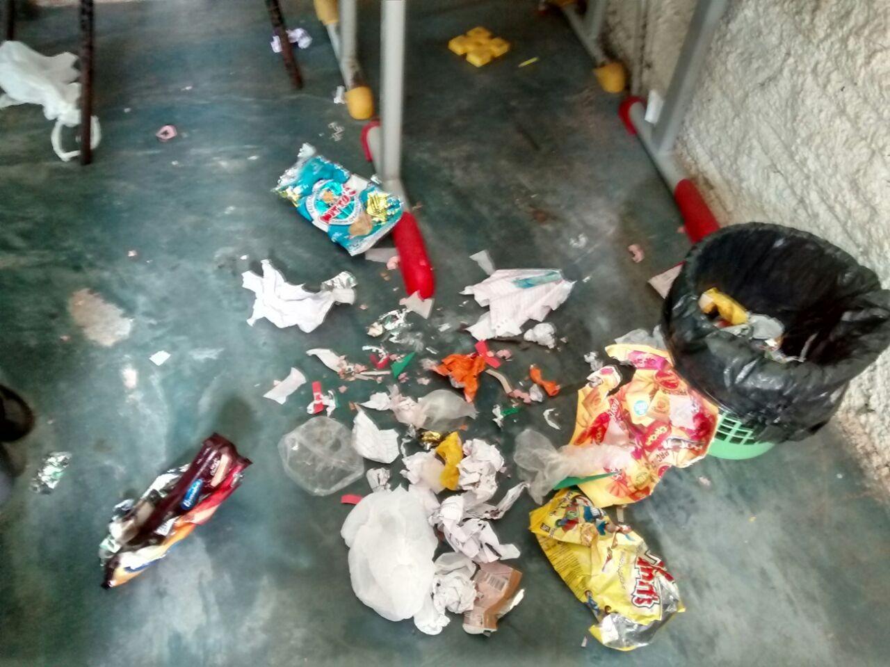 Mãe reclama de sujeira e falta de estrutura em escola municipal de vila em Rorainópolis, interior de RR