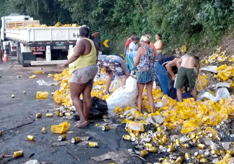 A Polícia Rodoviária de Botucatu (SP) chegou no local e conteve a situação  — Foto: Murilo Rincon/TV TEM