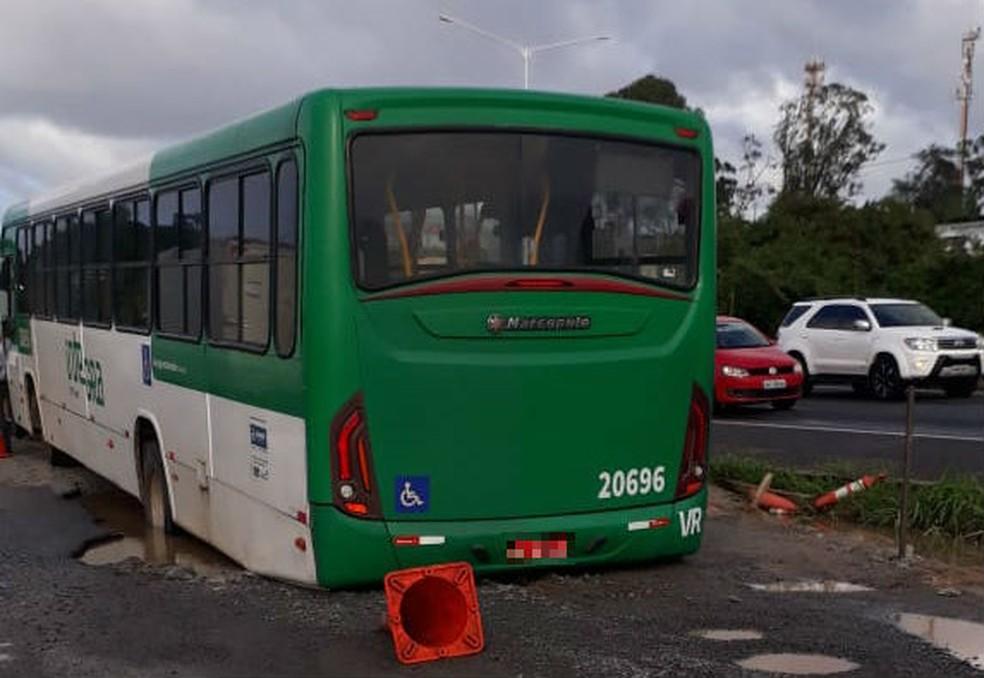 Conforme ViaBahia, acidente ocorreu por volta das 8h30, altura do bairro de Valéria. — Foto: Arquivo Pessoal