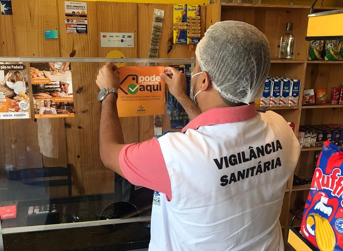 Selos de qualificação sanitária são colocados em estabelecimentos de Maceió