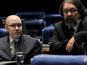 O senador Demóstenes Torres com seu advogado no plenário do Senado (Foto: Agência Senado)