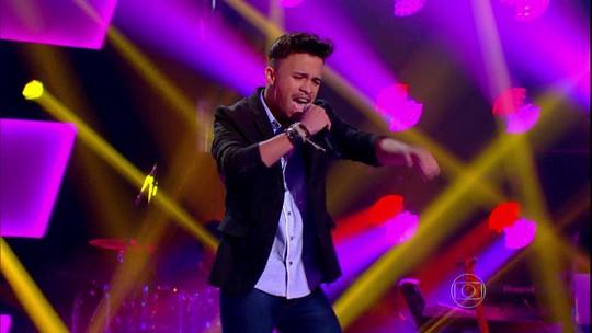 Pernambucano canta 'Hoje eu tô terrível' no The Voice Brasil; reveja