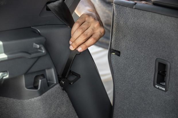Sistema de ampliação do porta-malas do Volkswagen T-Cross (Foto: Marcos Camargo / Autoesporte)