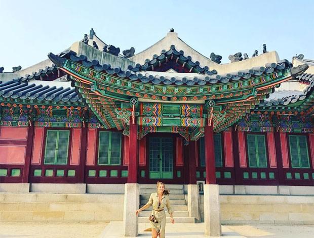 Grazi Massafera na Corei do Sul (Foto: Reprodução)