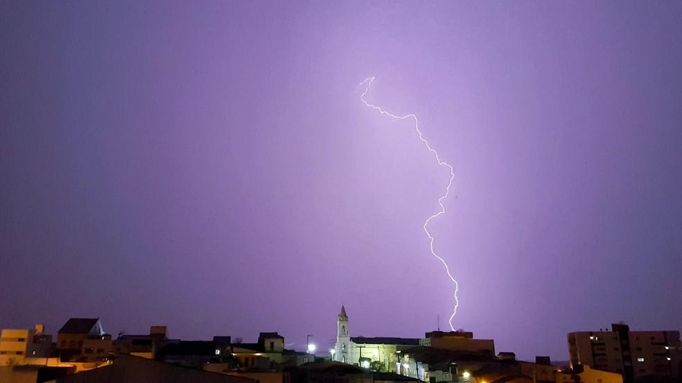 Chuva veio acompanhada de raios durante toda a noite da segunda (4), em Picuí, no Seridó da Paraíba — Foto: Daniel Coutinho/Arquivo Pessoal