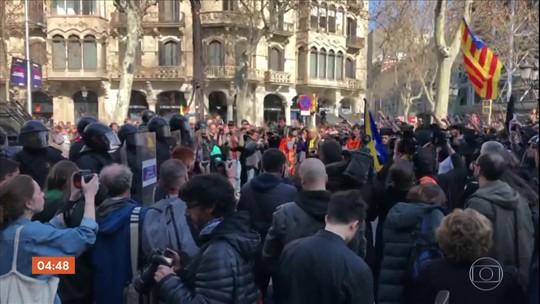 Espanhóis protestam contra o julgamento de políticos pró-independência da Catalunha